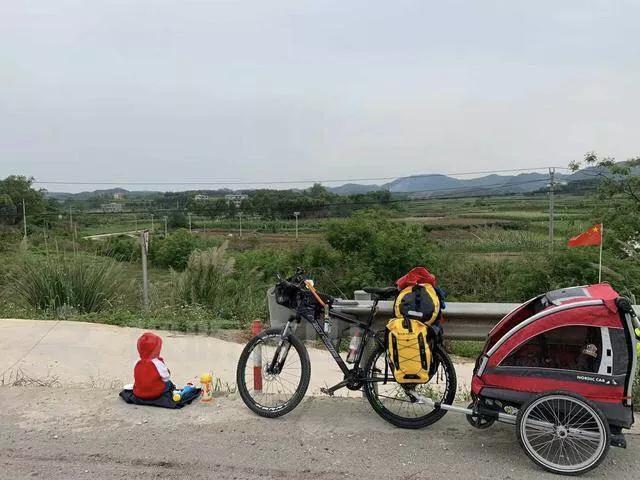 71 ngày, 4139 cây số, ông bố đơn thân đưa con gái 4 tuổi đi ngao du trên xe đạp-22