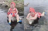 Diện đồ bơi xinh xẻo ra tắm suối, cậu nhóc vừa khóc vừa tạo dáng 'nàng tiên cá mắc cạn' làm bố mẹ cười đau bụng