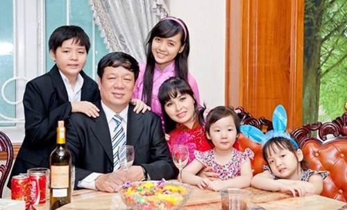 Lấy chồng rút khỏi showbiz, Trang Nhung ở biệt thự trăm tỷ, thuê 7 giúp việc dọn nhà-1