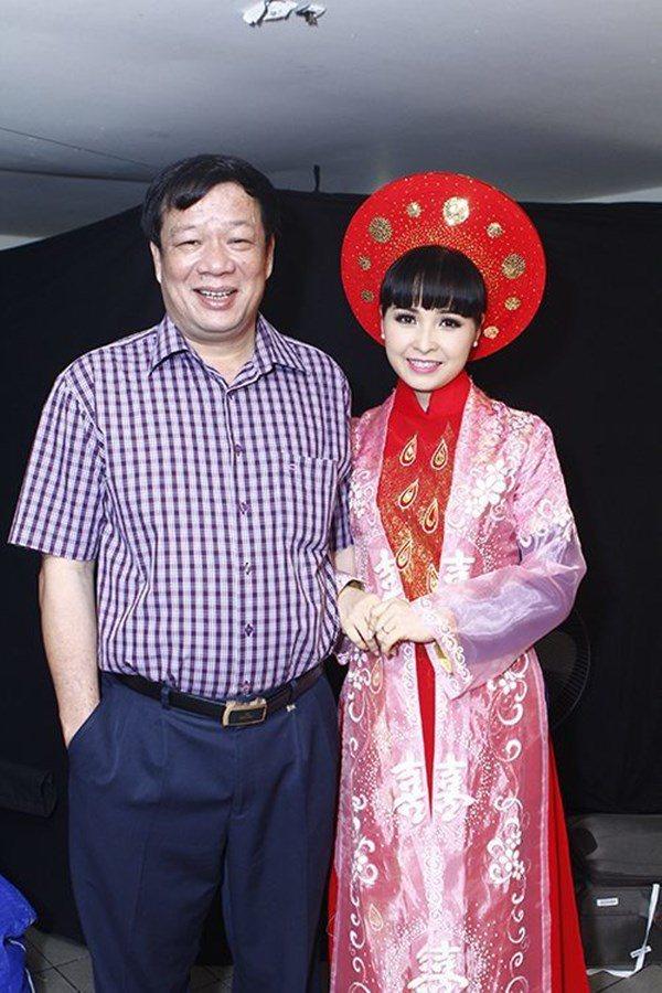 Lấy chồng rút khỏi showbiz, Trang Nhung ở biệt thự trăm tỷ, thuê 7 giúp việc dọn nhà-10