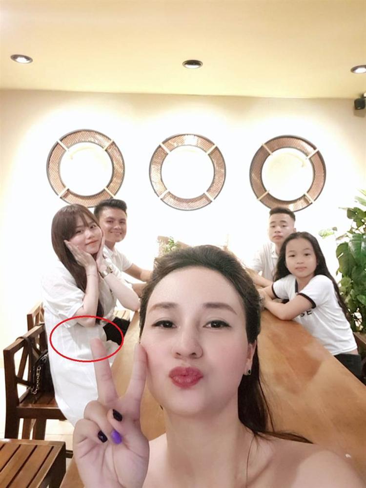 Bạn gái Quang Hải bị soi vòng 2 lớn bất thường-3