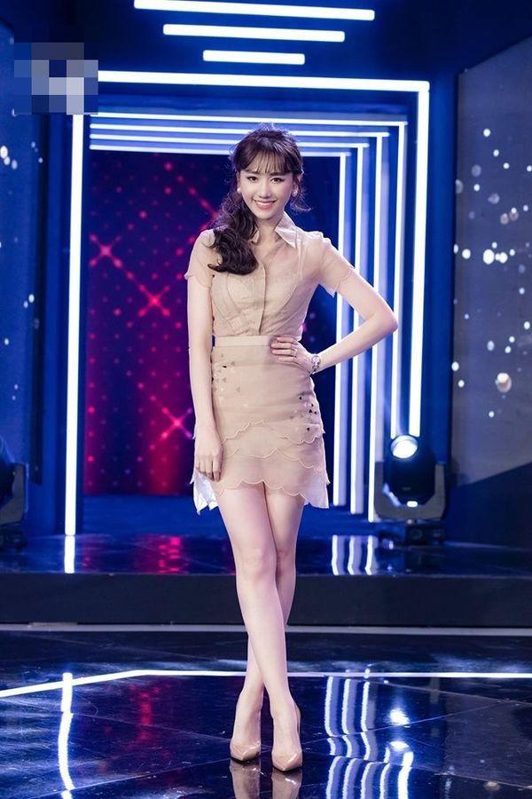 Ai mặc đồ xuyên thấu cũng gợi cảm nhưng Hari Won lại bị váy áo phản chủ vì hớ hênh-10