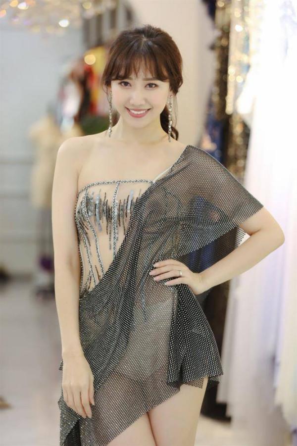 Ai mặc đồ xuyên thấu cũng gợi cảm nhưng Hari Won lại bị váy áo phản chủ vì hớ hênh-2