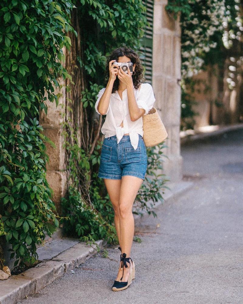 Phụ nữ Pháp mặc gì cũng sang, một phần là bởi họ rất ưu ái 3 kiểu túi xách sau đây-3