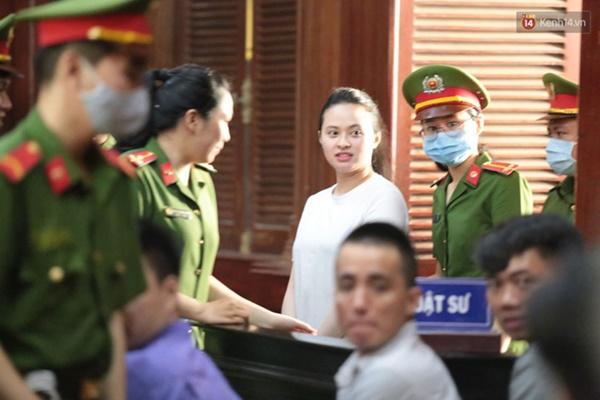 Văn Kính Dương giữ quyền im lặng, Ngọc Miu khẩn xin HĐXX giảm nhẹ hình phạt để sớm về nuôi con nhỏ-14