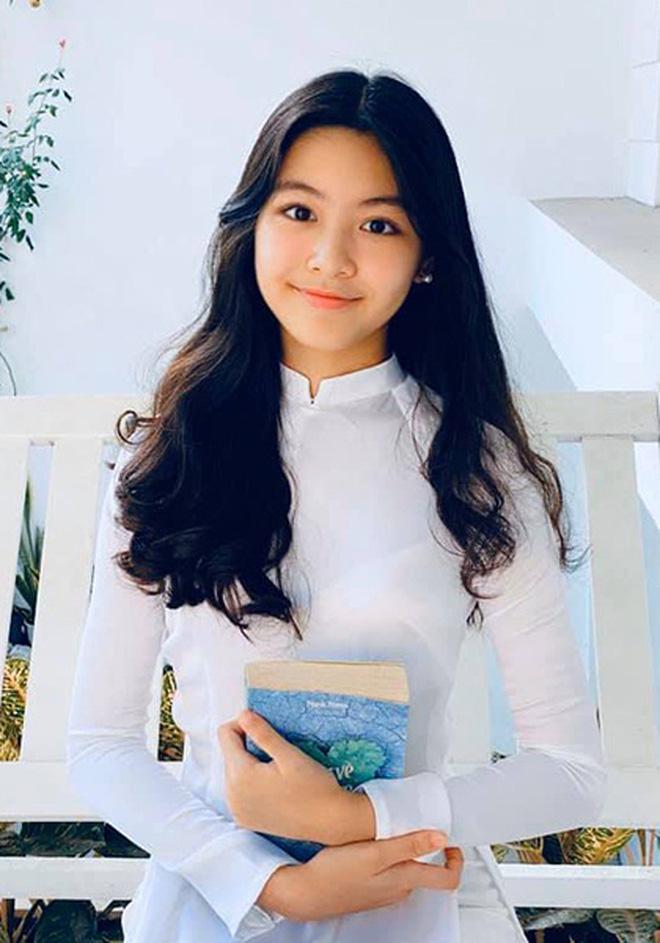 5 tiểu thư nức tiếng nhà sao Việt: Con gái Diễm My 6X thạo 4 thứ tiếng, con Quyền Linh - Giáng My tiềm năng thành hoa hậu-18