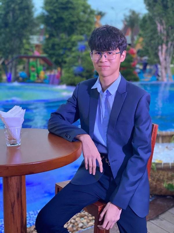 Mới 15 tuổi, con trai của Huy Khánh đã ra dáng hot boy với chiều cao 1m80 cùng khuôn mặt điển trai-4