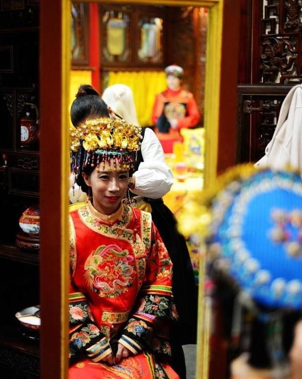 Đám cưới đặc biệt của người Mãn tại Trung Quốc: Cô dâu rời nhà khi trời chưa sáng tỏ và điều kỳ lạ về 3 mũi tên chú rể bắn về phía cô dâu-2