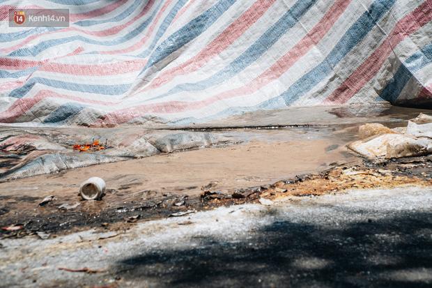 Công nhân môi trường những ngày rác ngập tràn Hà Nội: Nếu trời mưa, tôi không dám tưởng tượng sẽ như thế nào...-8