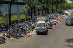 Người dân chặn xe vào bãi rác Nam Sơn: Mấy chục năm nay chúng tôi đã quá khổ rồi, ruồi nhặng nhiều khiến có hôm phải chui vào màn ăn cơm-9