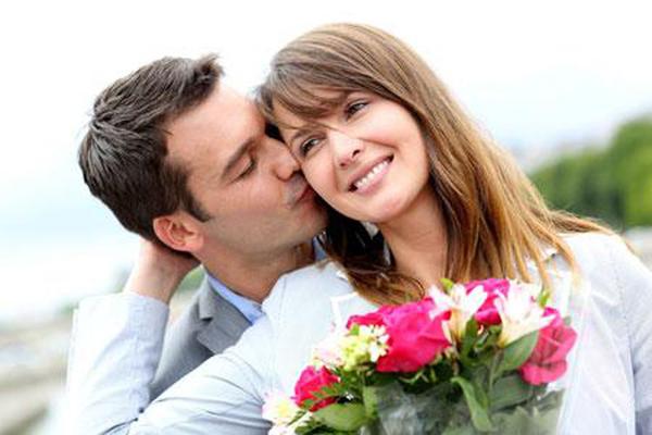 Cả đám cưới choáng váng khi mẹ vợ nghèo mang lên 15 cây vàng, nhưng hôm sau đến đòi lại vì lý do không ngờ-1
