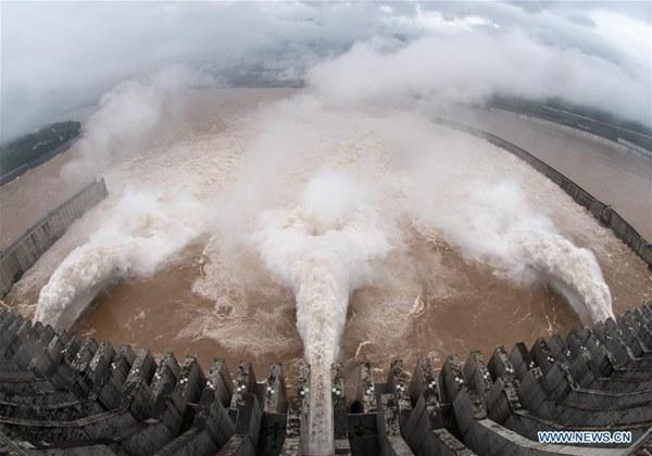 Nước về đạt 61.000 m3/giây, đập Tam Hiệp mở 3 cửa xả lũ-1