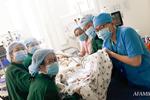 Hơn 2 tỷ đồng giúp đỡ 2 bé song sinh Trúc Nhi - Diệu Nhi, hiện các con vẫn thở máy và nuôi ăn ở tĩnh mạch-9