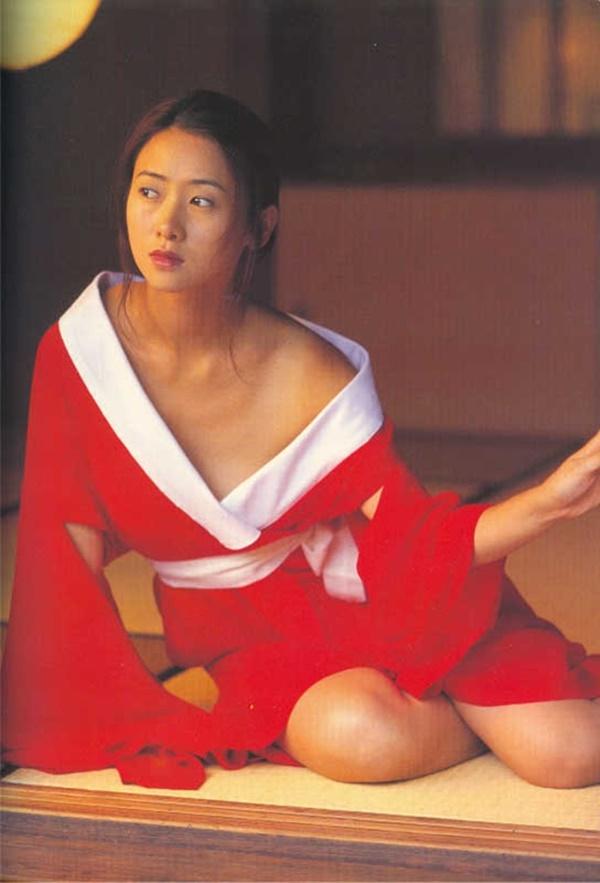 Hoa hậu Châu Á bị bố mẹ từ mặt vì đóng phim nóng, chồng hắt hủi đuổi khỏi nhà giờ ra sao?-4