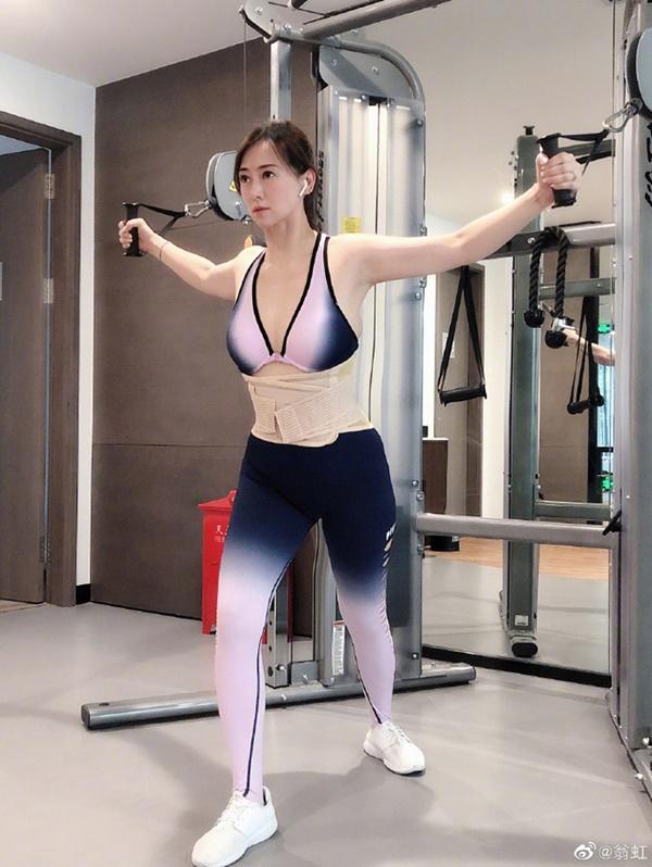 Hoa hậu Châu Á bị bố mẹ từ mặt vì đóng phim nóng, chồng hắt hủi đuổi khỏi nhà giờ ra sao?-12