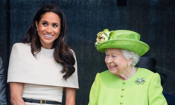 Đẳng cấp như Nữ hoàng Anh: Trị cháu dâu Meghan Markle chỉ bằng một thái độ duy nhất, đủ khiến cô tức tối nhưng không làm gì được-1