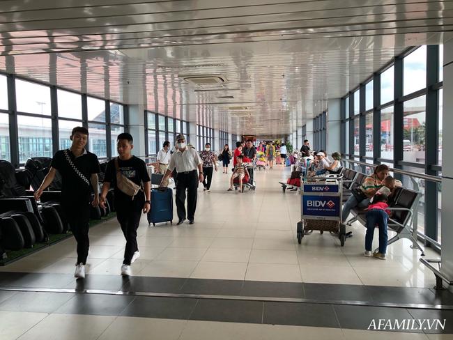 Ảnh: Biển người vật vã hàng tiếng đồng hồ chờ check-in tại sân bay Nội Bài giữa mùa cao điểm du lịch-2