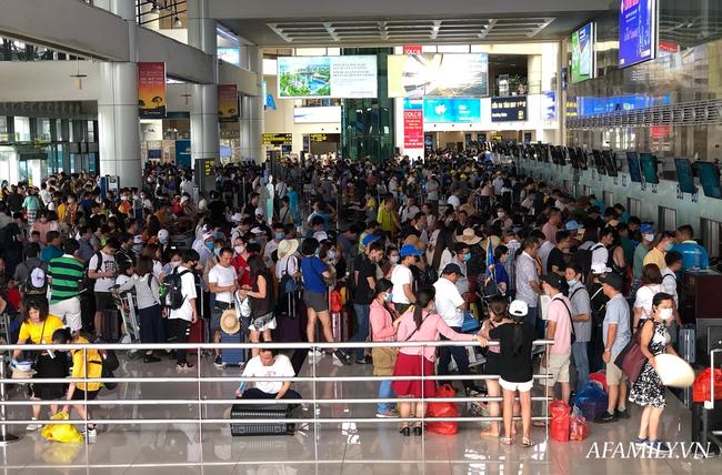 Ảnh: Biển người vật vã hàng tiếng đồng hồ chờ check-in tại sân bay Nội Bài giữa mùa cao điểm du lịch-4