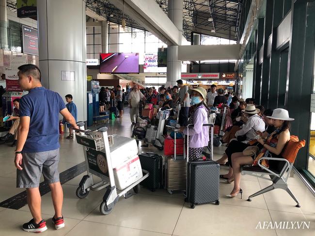 Ảnh: Biển người vật vã hàng tiếng đồng hồ chờ check-in tại sân bay Nội Bài giữa mùa cao điểm du lịch-5