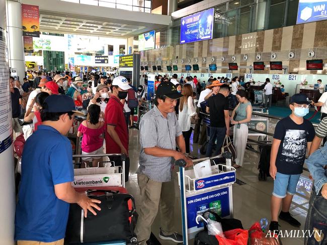 Ảnh: Biển người vật vã hàng tiếng đồng hồ chờ check-in tại sân bay Nội Bài giữa mùa cao điểm du lịch-9