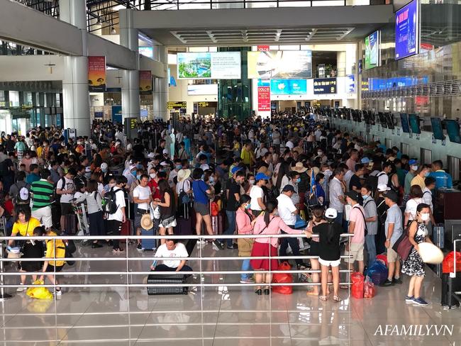 Ảnh: Biển người vật vã hàng tiếng đồng hồ chờ check-in tại sân bay Nội Bài giữa mùa cao điểm du lịch-13