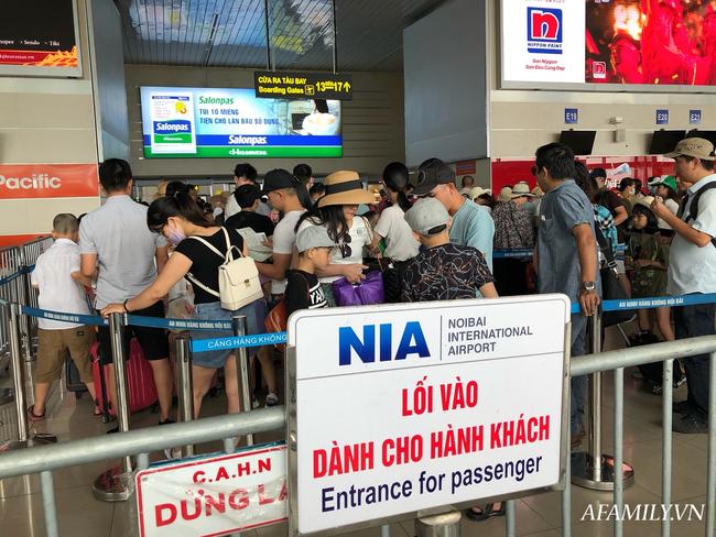 Ảnh: Biển người vật vã hàng tiếng đồng hồ chờ check-in tại sân bay Nội Bài giữa mùa cao điểm du lịch-15