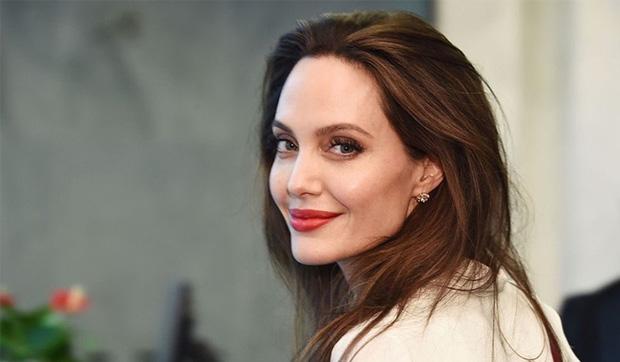 Làm rõ loạt tin đồn Angelina Jolie yêu đồng giới: Dính tin đồn hẹn hò 2 mỹ nhân, cưới Brad Pitt làm lá chắn?-5