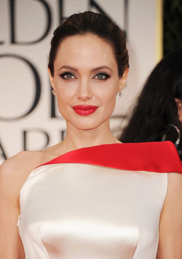 Làm rõ loạt tin đồn Angelina Jolie yêu đồng giới: Dính tin đồn hẹn hò 2 mỹ nhân, cưới Brad Pitt làm lá chắn?-1