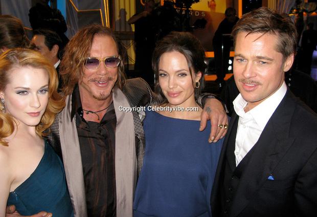 Làm rõ loạt tin đồn Angelina Jolie yêu đồng giới: Dính tin đồn hẹn hò 2 mỹ nhân, cưới Brad Pitt làm lá chắn?-3