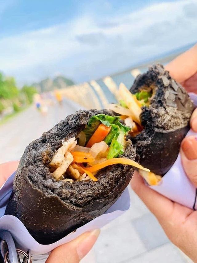 Dân mạng phát sốt với bánh mì bóng đêm đen như than ở Quảng Ninh-4