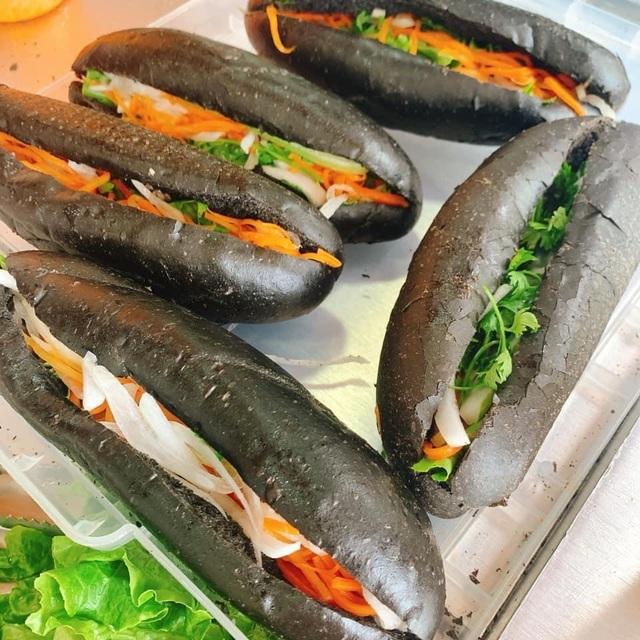 Dân mạng phát sốt với bánh mì bóng đêm đen như than ở Quảng Ninh-6
