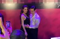 Kim Lý công khai xoa bụng của Hà Hồ giữa sự kiện ngầm xác nhận tin mang bầu, nhìn là biết hạnh phúc lắm rồi!
