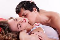 Đàn ông yêu thực sự hay chỉ muốn 'lên giường', cứ nhìn vào hành động của anh ta qua 3 tình huống này sẽ rõ