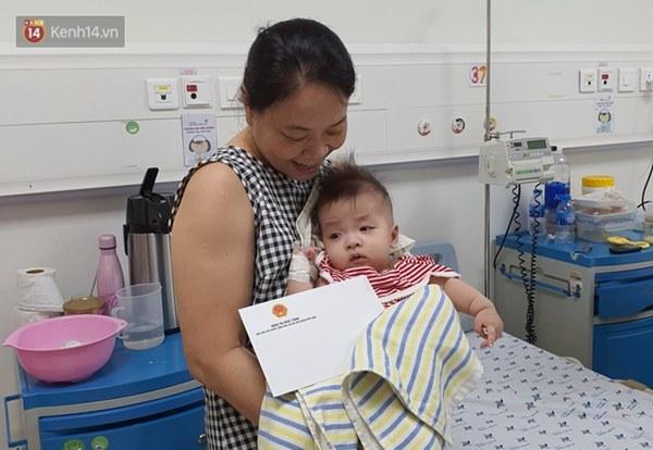 Hơn 2 tỷ đồng giúp đỡ 2 bé song sinh Trúc Nhi - Diệu Nhi, hiện các con vẫn thở máy và nuôi ăn ở tĩnh mạch-8