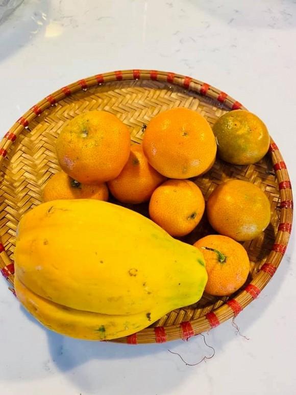 Ca sĩ Bằng Kiều khoe hoa quả thu hoạch trong vườn nhà, nhìn là mê-3