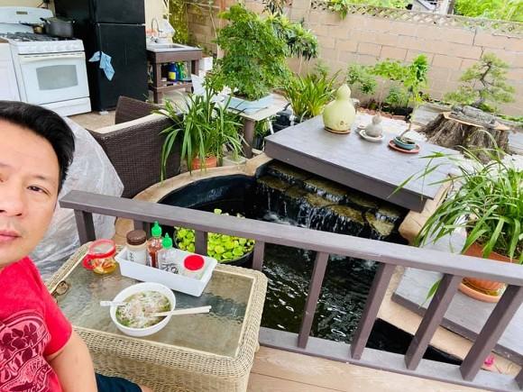 Ca sĩ Bằng Kiều khoe hoa quả thu hoạch trong vườn nhà, nhìn là mê-16