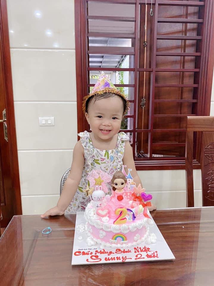 Quế Ngọc Hải mang thói quen ở tuyển VN về nhà, con gái khóc thét trong ngày sinh nhật-4