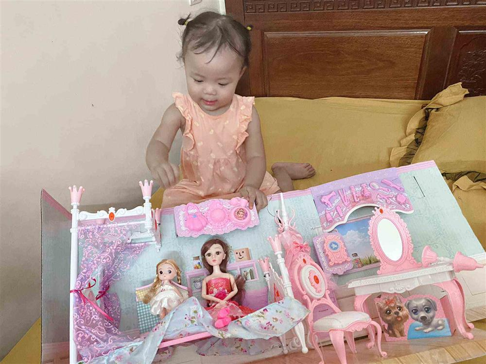 Quế Ngọc Hải mang thói quen ở tuyển VN về nhà, con gái khóc thét trong ngày sinh nhật-5