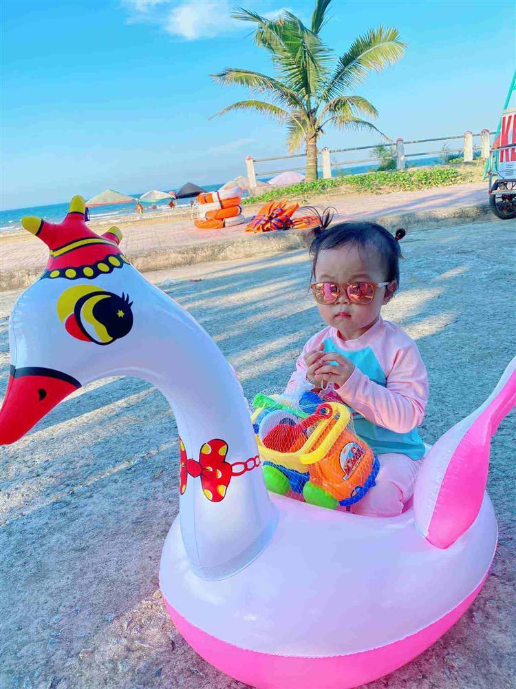 Quế Ngọc Hải mang thói quen ở tuyển VN về nhà, con gái khóc thét trong ngày sinh nhật-7