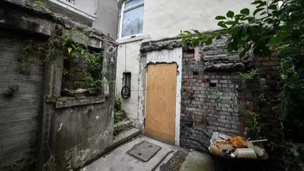 Ngôi nhà kỳ lạ thường xuyên phát ra tiếng thét từ dưới hầm sâu khiến cặp vợ chồng phải bỏ của chạy lấy người-1