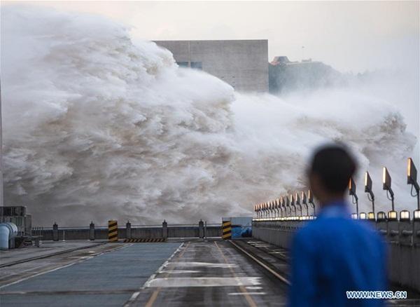 Đập Tam Hiệp chặn lượng nước lũ bằng 470 Tây Hồ Hàng Châu-1
