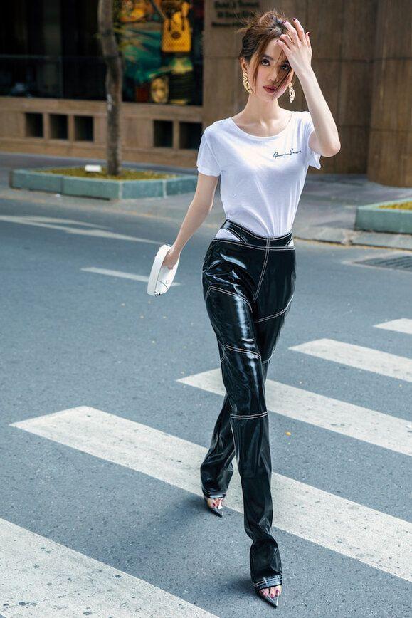 Chán hở trước, Ngọc Trinh lại diện mốt quần jeans hở toang hoác phía sau-13
