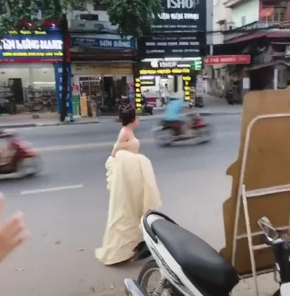 Cô gái trẻ hớt hải xách váy chạy bộ cả kilomet, hỏi thăm đến lễ cưới người yêu cũ chỉ để được nhìn anh mỉm cười lên xe hoa-3