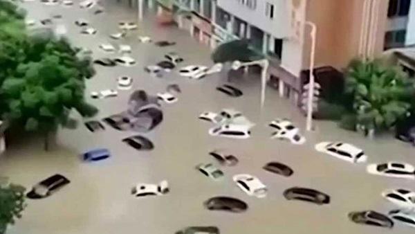 Những con số lột tả sức tàn phá khủng khiếp của mưa lũ ở Trung Quốc-2