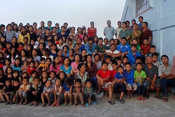 Cuộc sống bên trong căn nhà 100 phòng của cụ ông lấy 39 vợ: Đại gia đình ăn 30 con gà, 60kg khoai tây và 1 tạ gạo một buổi tối-2