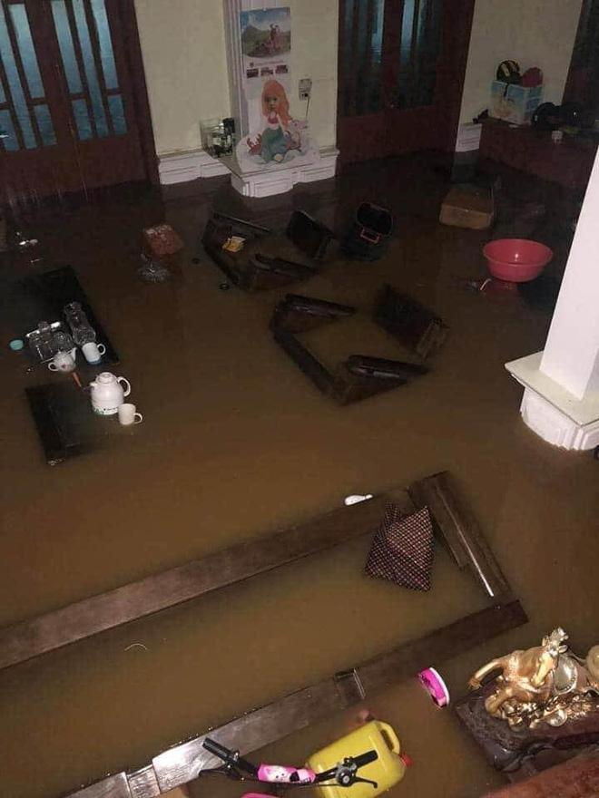 Mưa lớn, nước chảy cuồn cuộn, ngập sâu tới cả mét ở Hà Giang, clip và ảnh liên tục được chia sẻ-2