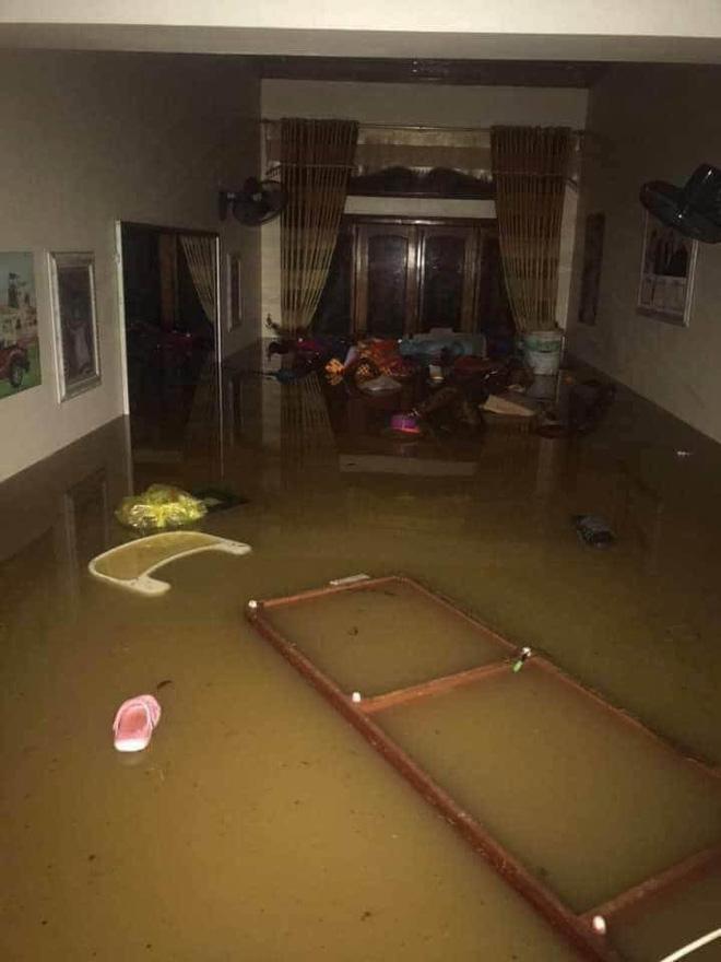 Mưa lớn, nước chảy cuồn cuộn, ngập sâu tới cả mét ở Hà Giang, clip và ảnh liên tục được chia sẻ-3