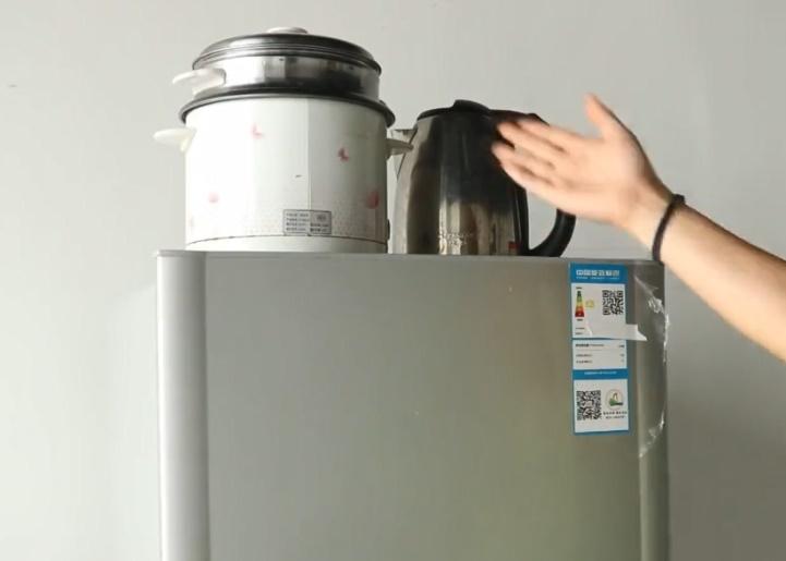 Bỏ ngay 3 thứ này trên nóc tủ lạnh nếu không muốn tiền điện hàng tháng tăng vù vù-1