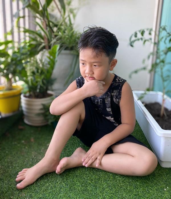 Con trai My sói Thu Quỳnh càng lớn càng giống Chí Nhân nhưng so độ ga-lăng thì ông bố phải hít khói-6