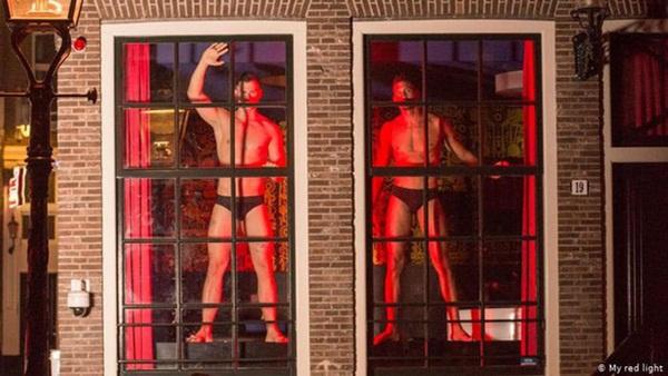 Phố đèn đỏ nổi tiếng nhất Hà Lan: Từ Disneyland 18+ thành khu phố ma chỉ sau 1 đêm, nhiều nhà thổ có nguy cơ đóng cửa vĩnh viễn-5
